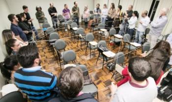 Atividade do curso no polo de apoio presencial UAB de Blumenau no início do curso, em 2017 -Foto: Udesc Esag
