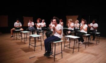 Apresentação do espetáculo Coro dos Maus Alunos. Foto:Gabriel Velasques
